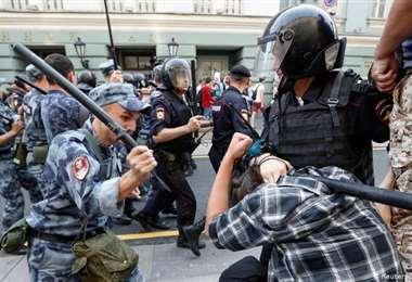 Más de 1.000 arrestos en Rusia y enfrentamientos en Moscú durante manifestaciones