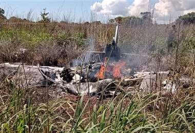 Así quedó la avioneta que los trasladaba. Foto: Internet