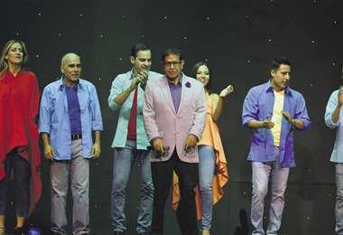 Adolfo Mier Rivas (centro) al finalizar uno de los shows/Foto: Show de Mier