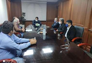 La reunión de Fabol con el Ministro de Justicia, Iván Lima, en La Paz. Foto: Fabol