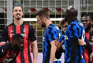 Ibrahimovic y Lukaku protagonizaron un roce porque el que fueron amonestados. Foto: AFP