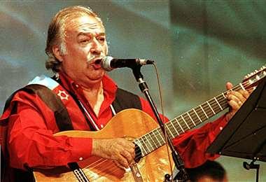 César Isella en una de sus actuaciones