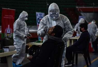 Este miércoles se registraron 2.866  nuevos contagios. Foto ABI