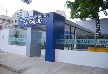 El centro se encuentra ubicado en la avenida Alemana, calle Sao # 2.500