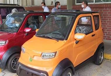 Estos son los autos eléctricos que la cooperativa cruceña va a sortear (Fotos: CRE)