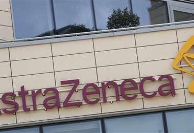 La controversia llega un día antes de saber si se recomienda el inmunizante de AstraZeneca
