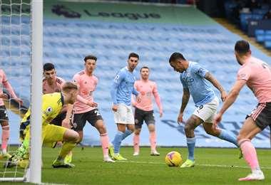 El gol de Gabriel Jesús ante el Sheffield. Foto: AFP