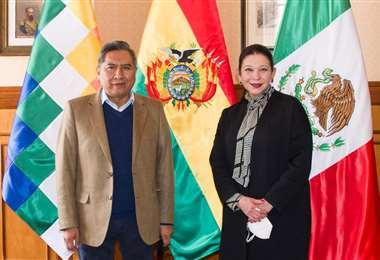 María Teresa Mercado junto al canciller Rogelio Mayta/Foto: ABI