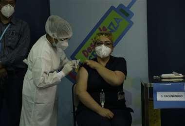 El lunes 1 continuará la vacunación en Santa Cruz