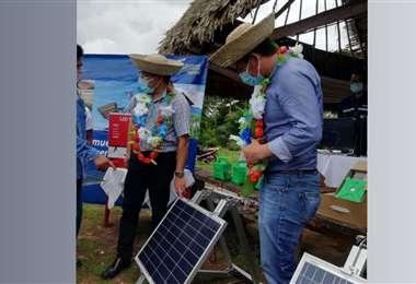 Entrega de equipos fotovoltaicos en Guayaramerín, Beni. Foto: Ministerio de Hidrocarburos