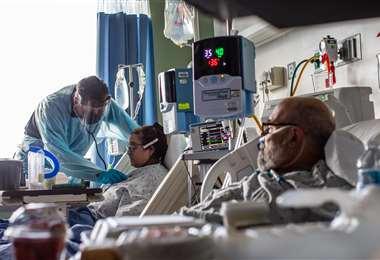 Pacientes recibiendo asistencia médica. Foto AFP