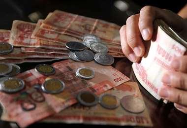 El 86% de los depósitos está en moneda nacional /Fuad Landívar