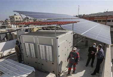 Paneles solares alimentan a la fábrica. Foto AFP