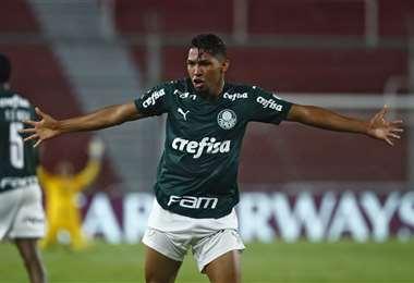 El festejo de Rony, que hizo este martes el primer gol del Palmeiras. Foto: AFP