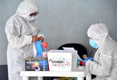 46 fallecidos en la jornada alertan de la agresividad del virus. Foto: ABI
