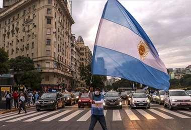 Argentina restringirá actividades nocturnas