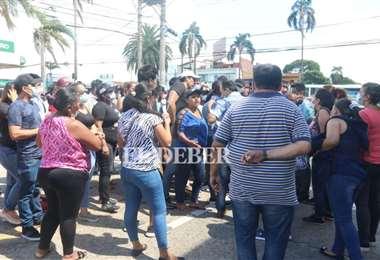 Presuntos masistas en la Caja de Salud de Caminos. Foto Juan Carlos Torrejón