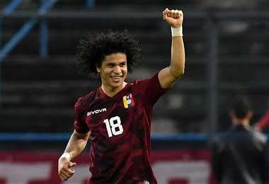 Eduard Bello festeja el gol que le marcó a Ecuador este domingo. Foto: AFP