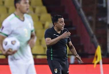 César Faría en plena tarea durante el partido ante Perú. Foto: AFP