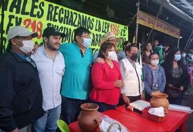 Los gremiales dieron una conferencia junto al Comité/Foto Silvana Vicenti