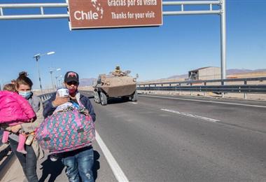 Migrantes en el paso fronterizo de Bolivia y Chile