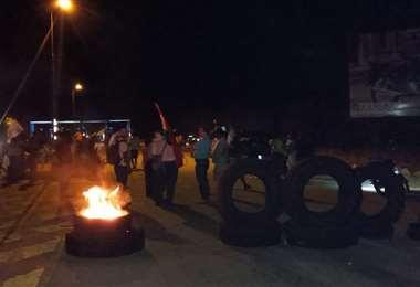 En Guarayos bloquearon la carretera Santa Cruz-Trinidad