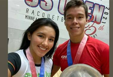 Angélica Barrios y Carlos Keller durante la premiación. Foto: Internet