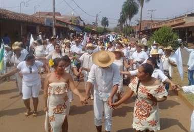 Alumnos celebran aniversario de la provincia Velasco/Fotos: Carlos Quinquiví