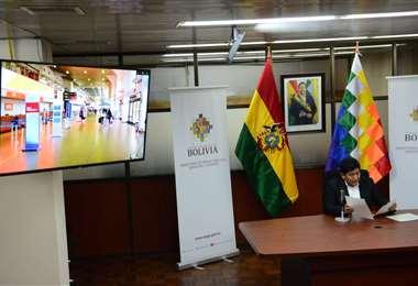 El ministro Montaño mostró los aeropuertos vacíos