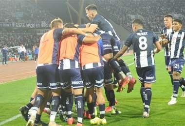 La celebración de los jugadores de Talleres, que pelean el título. Foto: Internet