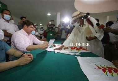Indígenas en la Brigada Parlamentaria Cruceña/Foto: Ricardo Montero