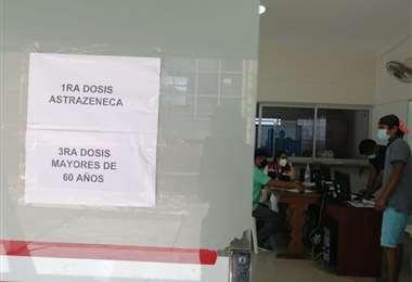 La UAGRM comienza a vacunar con la 3ra dosis. Foto: Leyla Mendieta