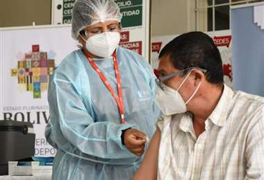 Tarija aplica la tercera dosis. Foto: David Maygua