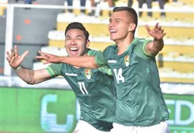 Festeja Villarroel su gol con Algarañaz. Foto: APG