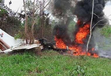 Los dos pilotos de la avioneta perdieron la vida en el accidente.