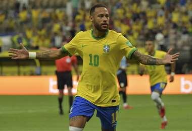 Neymar festeja el gol que le marcó a Uruguay. Foto: AFP