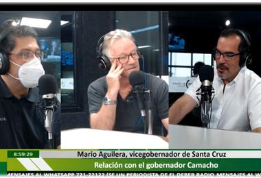 Mario Aguilera (dcha.) dialogó con los periodistas de Influyentes en El Deber Radio