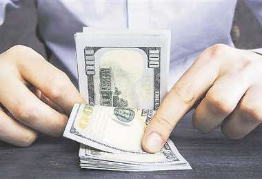 Recursos. El Gobierno busca evitar la salida de dólares por la deuda externa