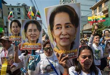 Aung San Suu Kyi, premio Nobel de la Paz de 1991, aún es muy venerada por la población