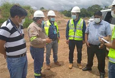 Funcionarios de la ABC inspeccionan las obras en la carretera Yucumo