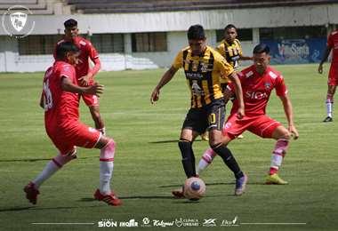 Royal Pari y el Tigre jugaron también el domingo en La Paz. Foto: C RP