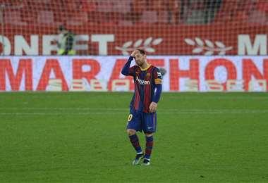 La desazón de Messi tras la derrota ante el Sevilla. Foto: AFP