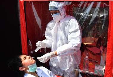 Ayer se confirmaron 440.911 nuevos contagios en todo el mundo. Foto AFP