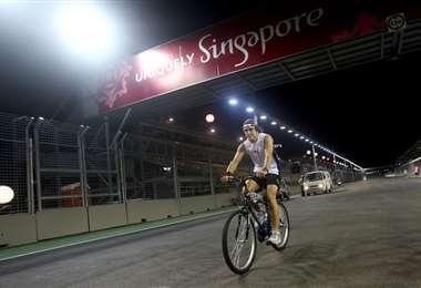 Fernando Alonso suele manejar bicicleta como parte de su entrenamiento. Foto: internet