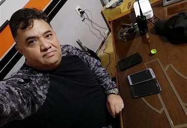 Jefe de UTOP con celulares donados