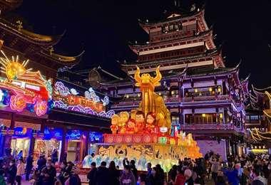 En ciertos países desfiles y bailes para celebrar el inicio del nuevo año