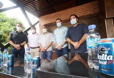 Fabricio Franzhek, Jheyzon Salas, Carlos Arrien, Ivo Mileta y Alejando Landívar