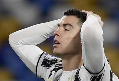 El lamento de Cristiano Ronaldo, que no pudo convertir goles ante Nápoles. Foto: AFP