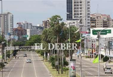 La ciudad permanece silenciosa con poco tráfico durante la mañana. Foto: Ricardo Montero