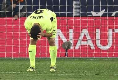 El lamento de Luis Suárez tras desperdiciar un gol ante Levante. Foto: AFP